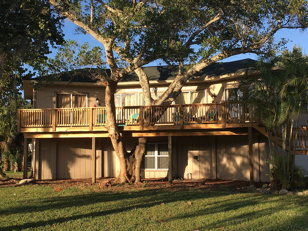 SLEEPS 14 - Completely Renovated - 1 Block From The Beach - FREE WIFI