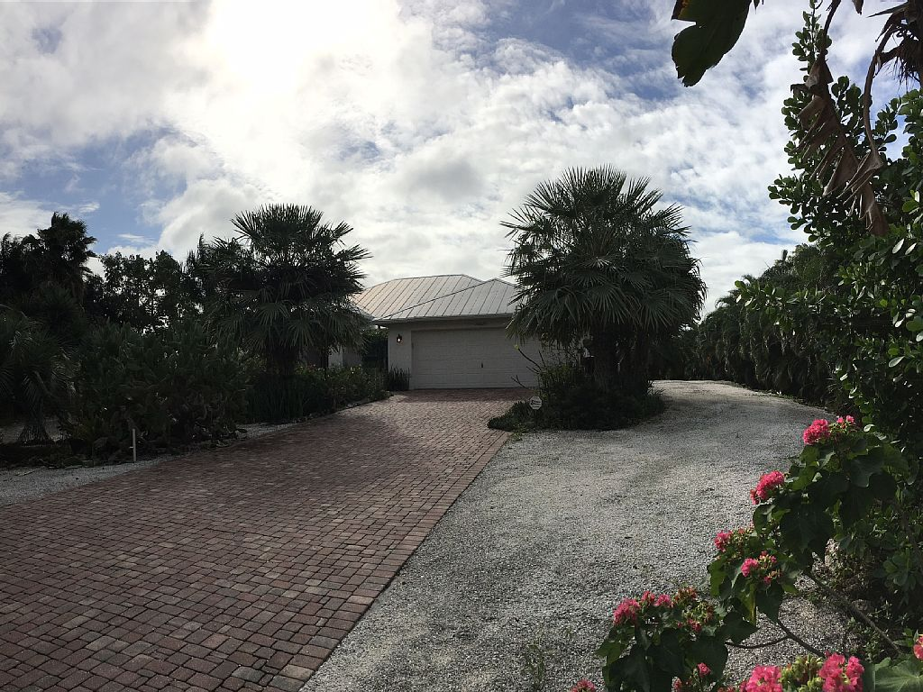 (Sleeps up to 14) Located on 5 Acre Lot with a Heated Pool & Private Lake