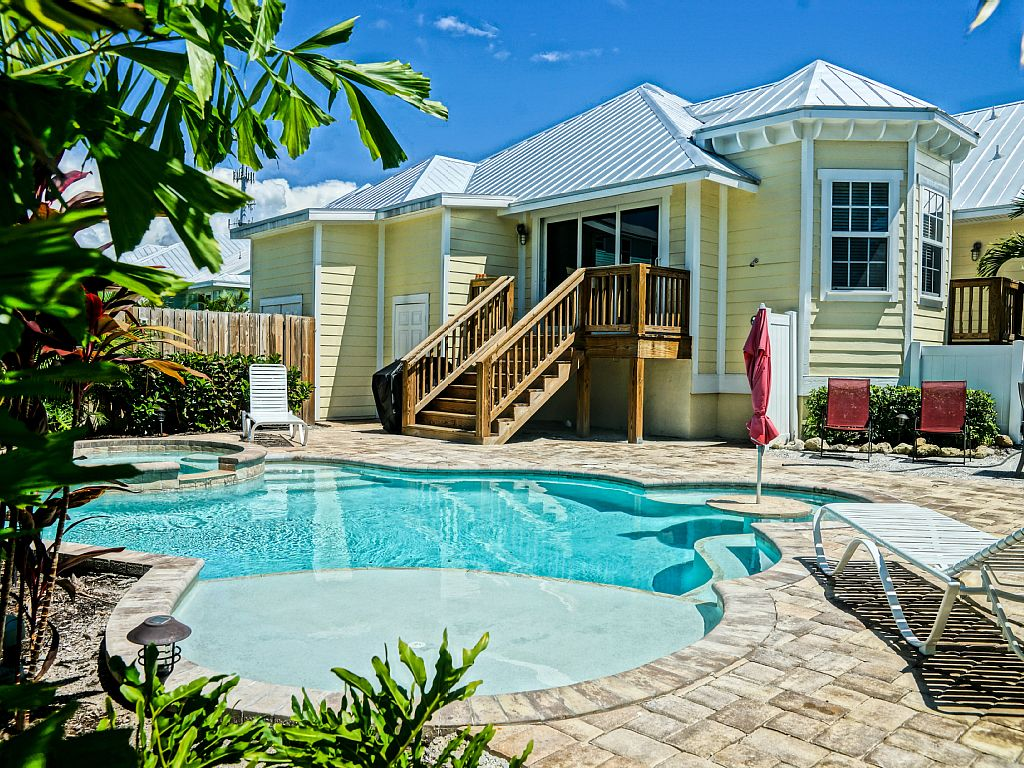 FALL SPECIAL -4 bed 3 bath NEW $1999!!! heated pool & spa