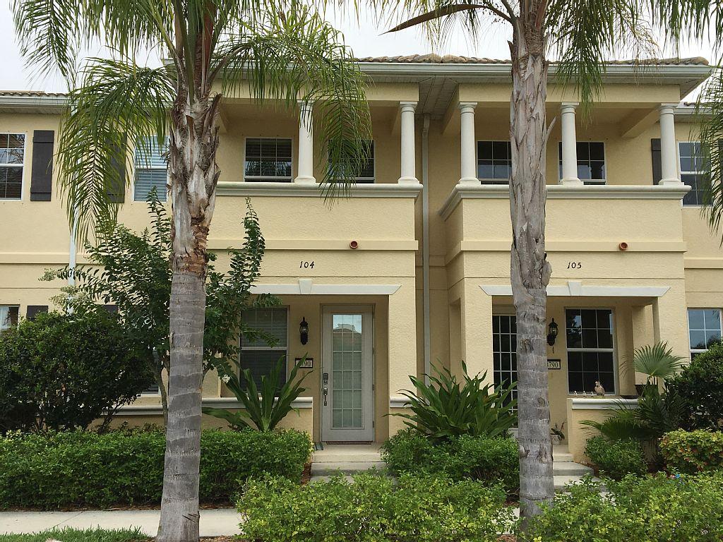 San Michele Sarasota Townhome, Lakefront, Heated Pool, NICE