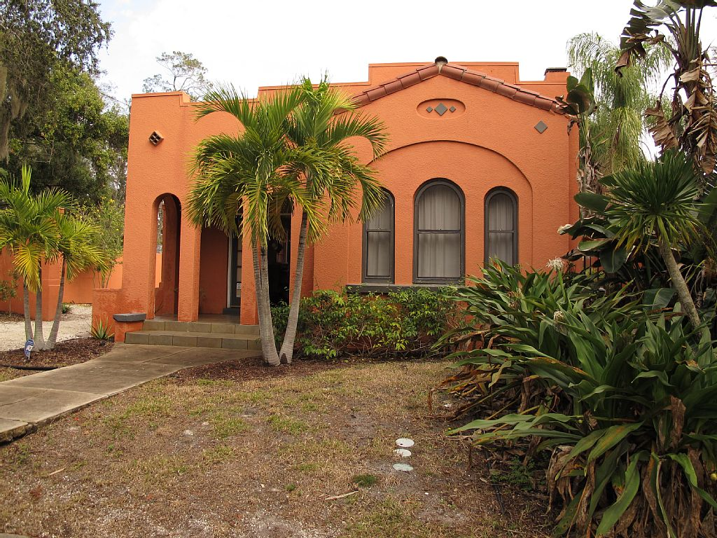 Typical House 2/1 Indian Beach.Very Private. Walking Dist. Shops/Attraction/Beach