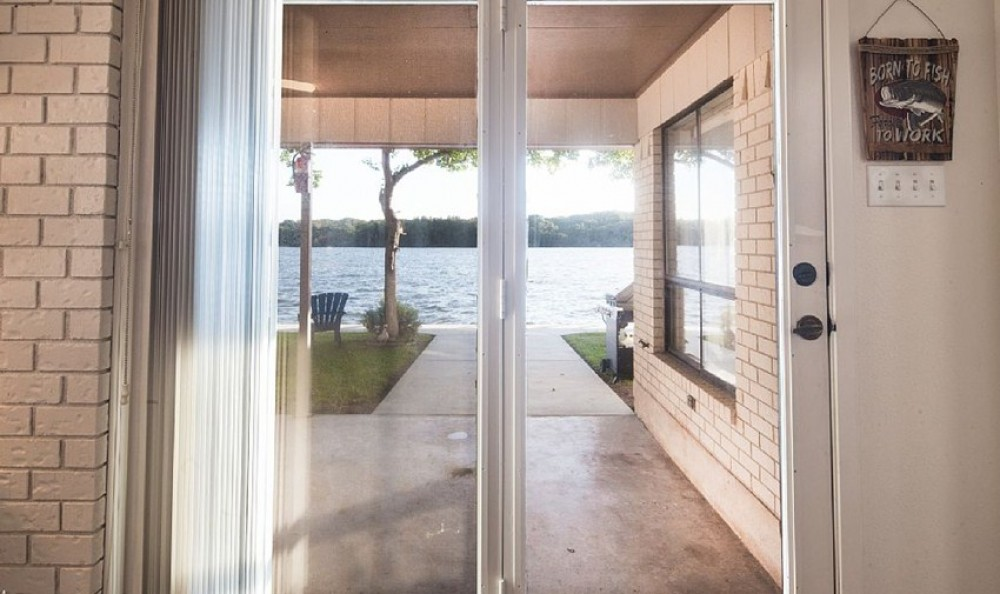 Lake LBJ Lake House, 100' waterfront lot, good fishing, and a relaxing location!