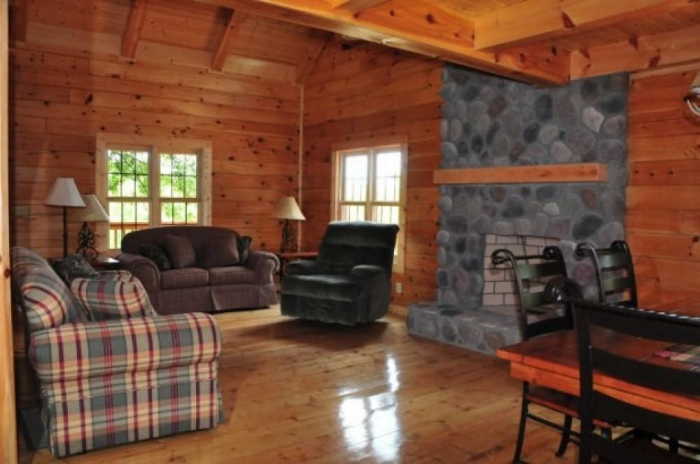 LIVING ROON Airbnb Alternative Logan Ohio Rentals
