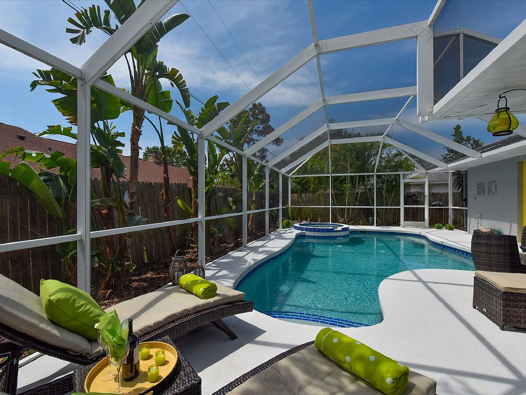 Contemporary Pool Villa - Private Beach - Heated Pool and Jacuzzi - Wifi!