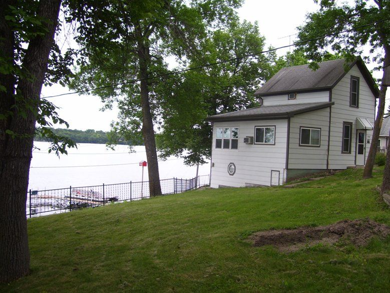 Family getaway cabin with an awesome view, with great walleye and perch fishing