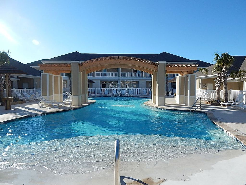 Brand new 1b/1b condo for 6! Heated pools! Steps from the BEACH! Netflix!
