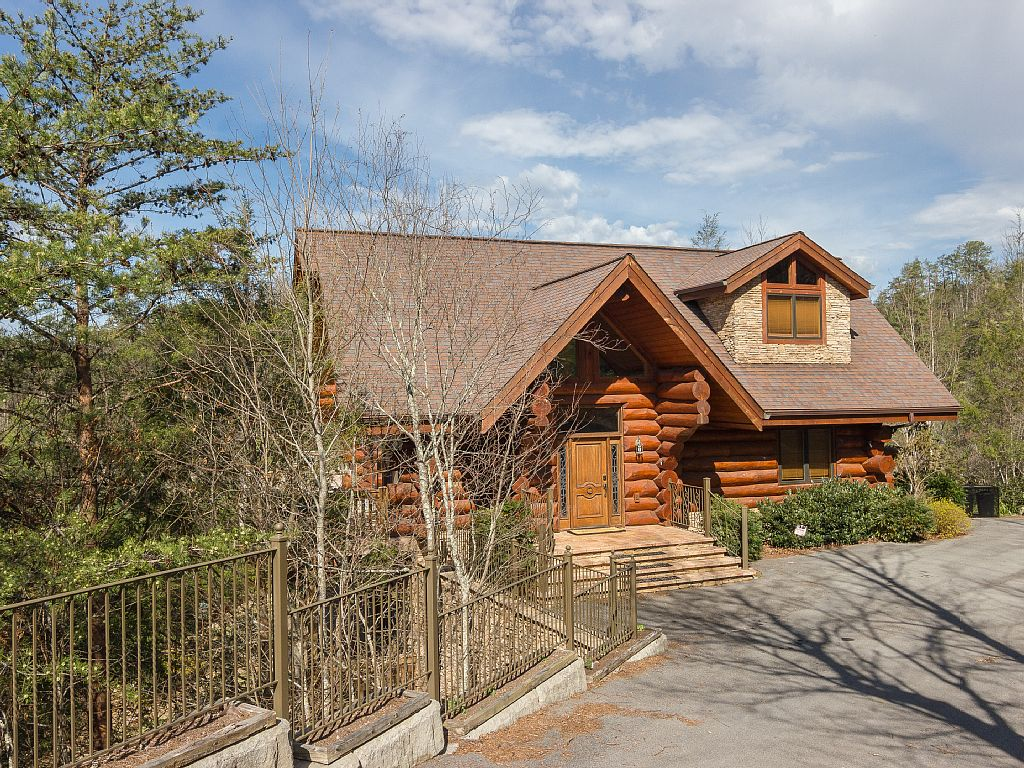 Gatlinburg tn vacation rentals gatlinburg tn condo for Rent a cabin gatlinburg tn