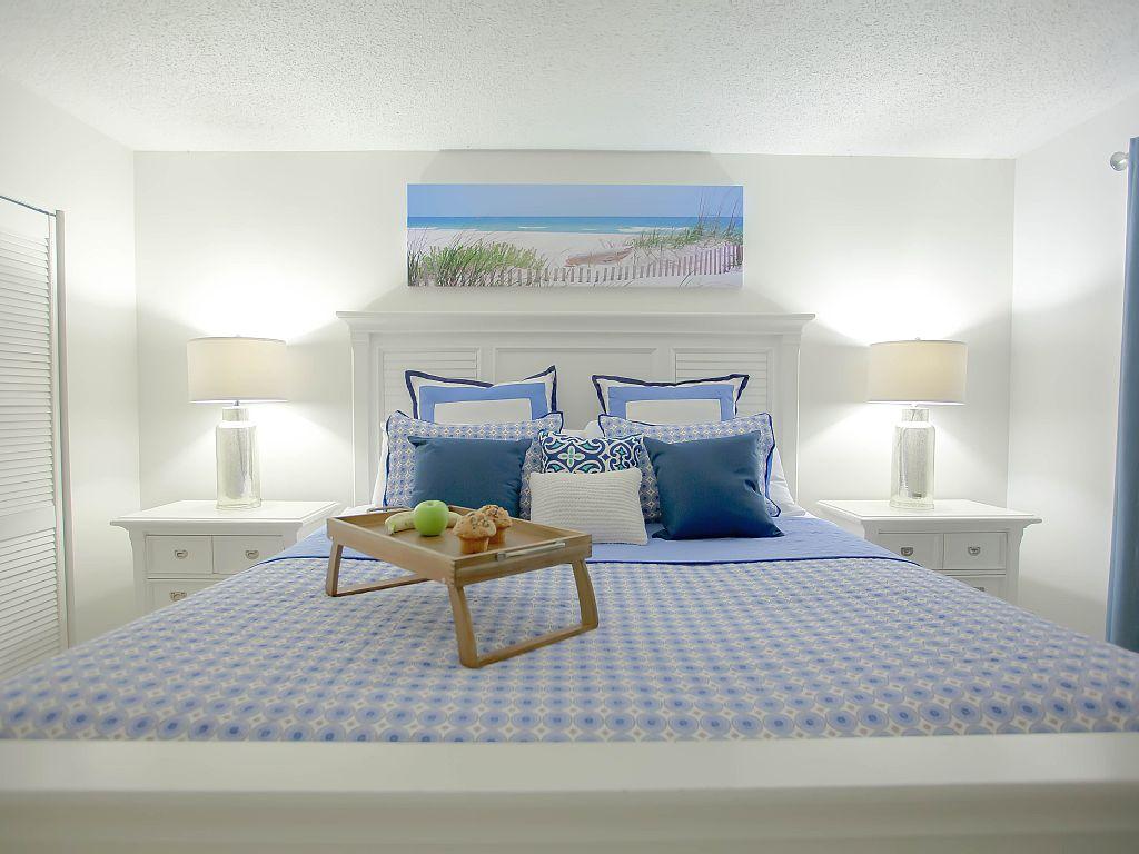Gorgeous 3 Bedroom: ***Direct Ocean Front Corner Unit***Unit 210
