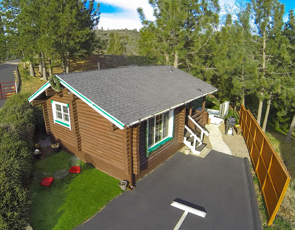 New* Coleman Creek- Authentic Log-Cabin + Caldera Spa + Mountain & Forest Views
