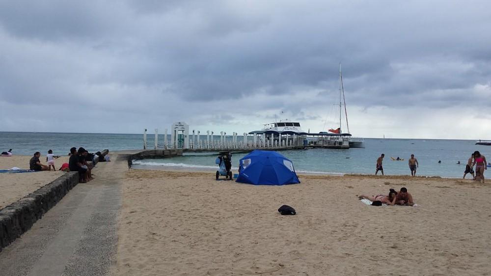 Come to Waikiki and enjoy this grand 2BR,2 Baths, 1 Den Vacation/Executive Condo
