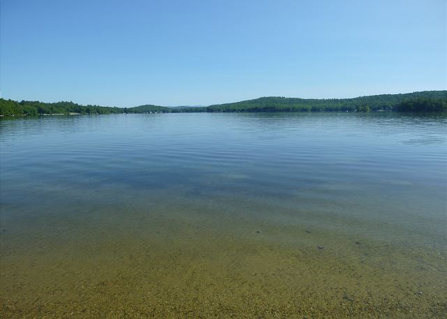 Lake Winnisquam Waterfront Vacation Rental with sandy beach and views.(252)