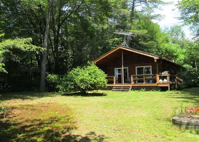 BIG SQUAM WATERFRONT LOG CABIN - Lovely setting with 3BR/1 & 1/2 BA cabin