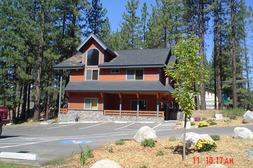 Last Minute Deals!! 1 mile from the Lake and Nightlife!