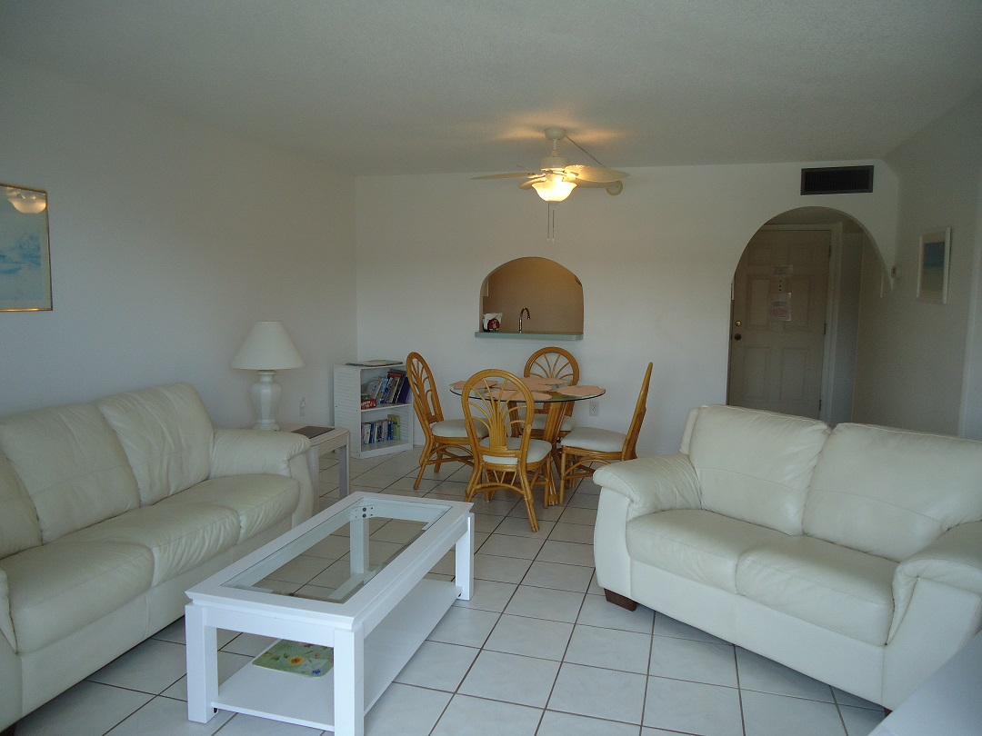 Beautiful Condo Located in the Heart of Cocoa Beach Next to the Pier !!