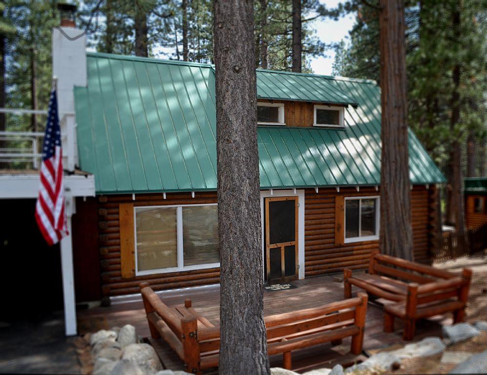 Charming Log Cabin | Hot Tub | Sauna | Pet Friendly | Walk to Beach