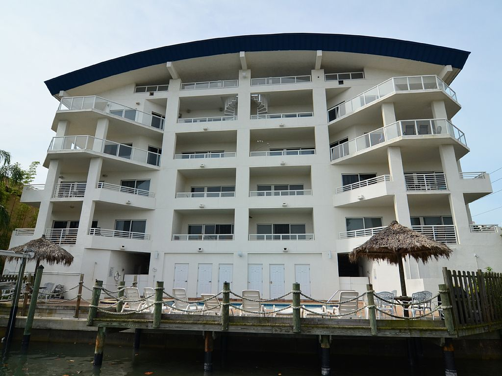 Luxury Waterfront: 3B/3BA. end of August special rates