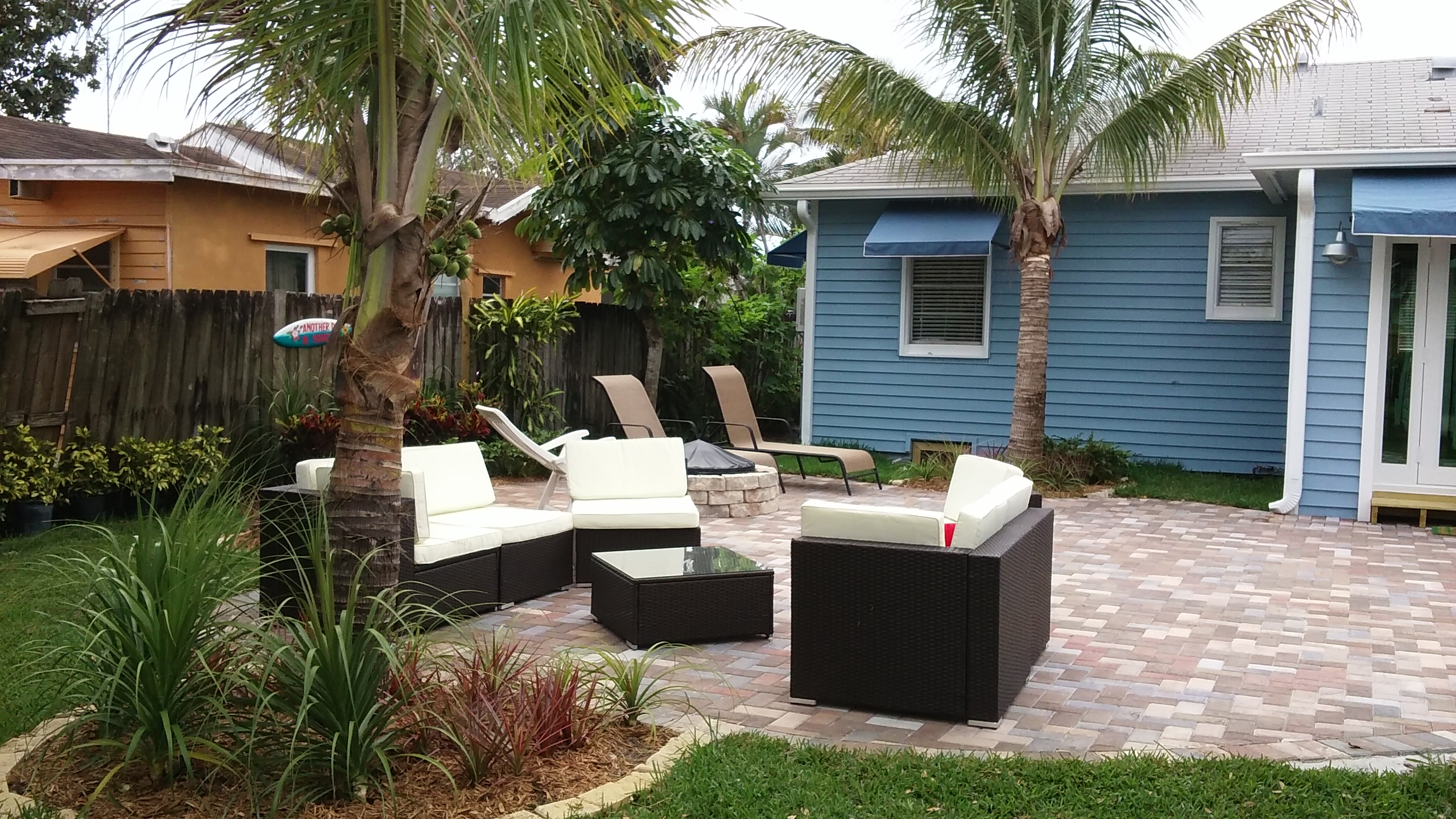 Beach Retreat In Lake Worth, 2 Bedr. Designer Kitchen, Relaxing Backyard PETS OK