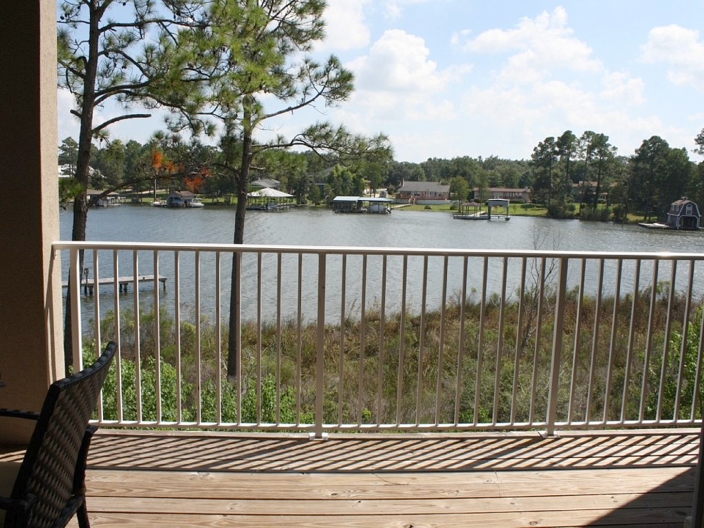 Waterfront Condo, Peaceful & Quiet, Snowbirds Welcome into March & April!