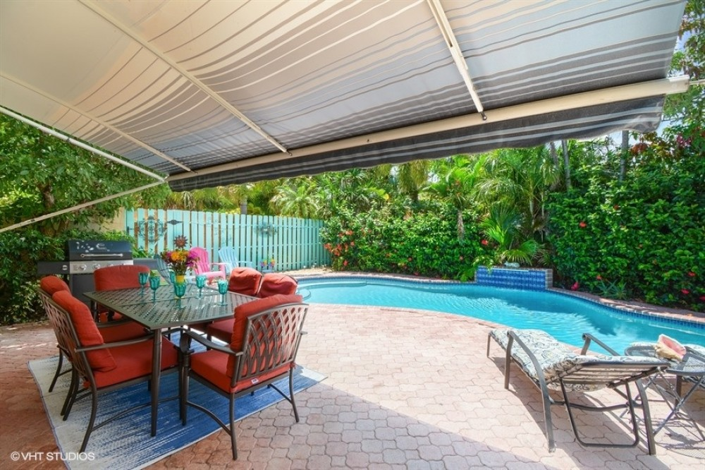 Lauderdale-by-the-Sea vacation rental with Patio dining for 6 -8