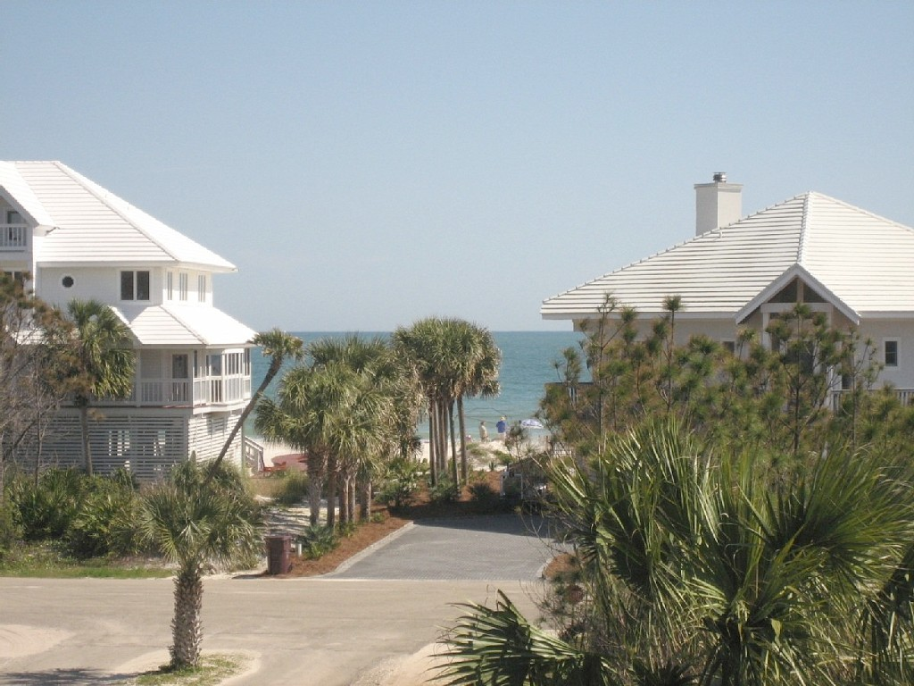 Nice, 4 Bedroom Cozy Home, Private Beaches, Great Rate and more...