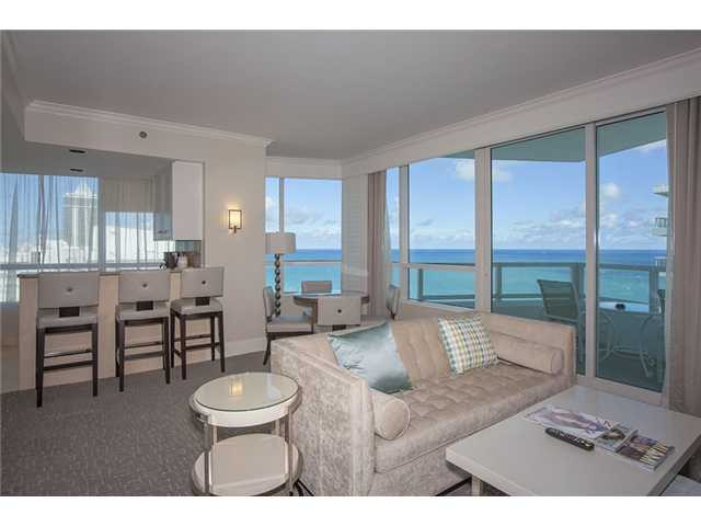 Fontainebleau Hotel Gorgeous 1 Bdrm Corner Ocean View with Free Parking & Wifi