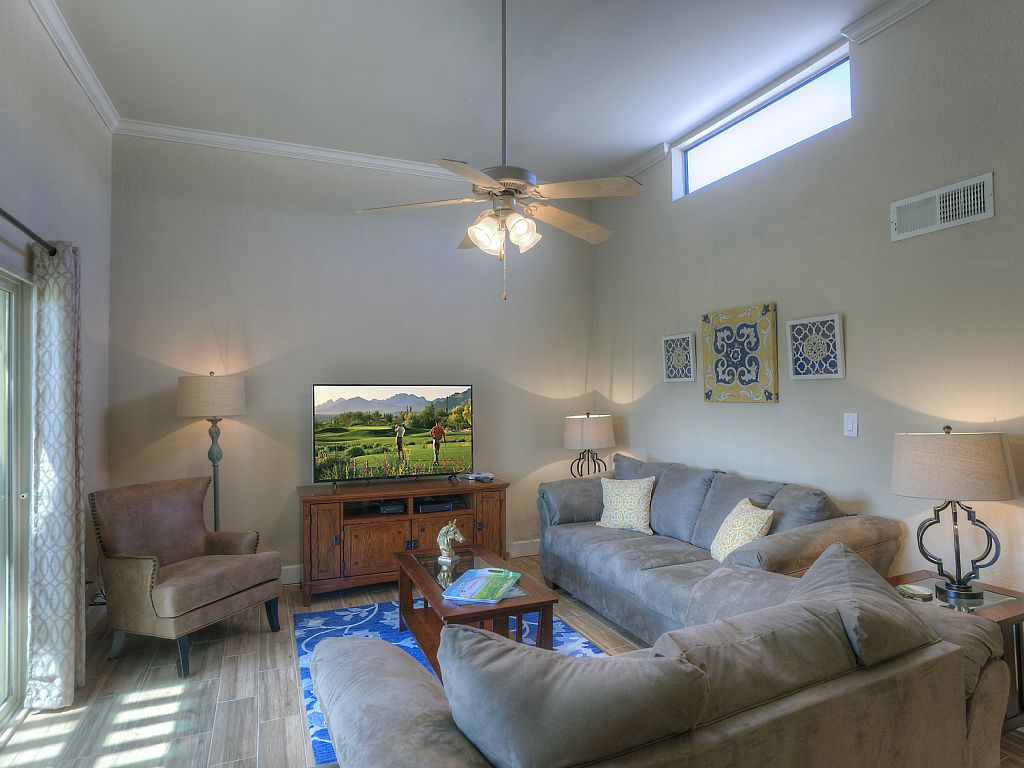 Gorgeous New Remodel Golf Course View at Sunscape - 2bed/2bath - Luxury Rental