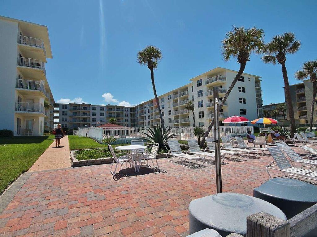 Beautifully Upgraded Condo Directly on New Smyrna Beach