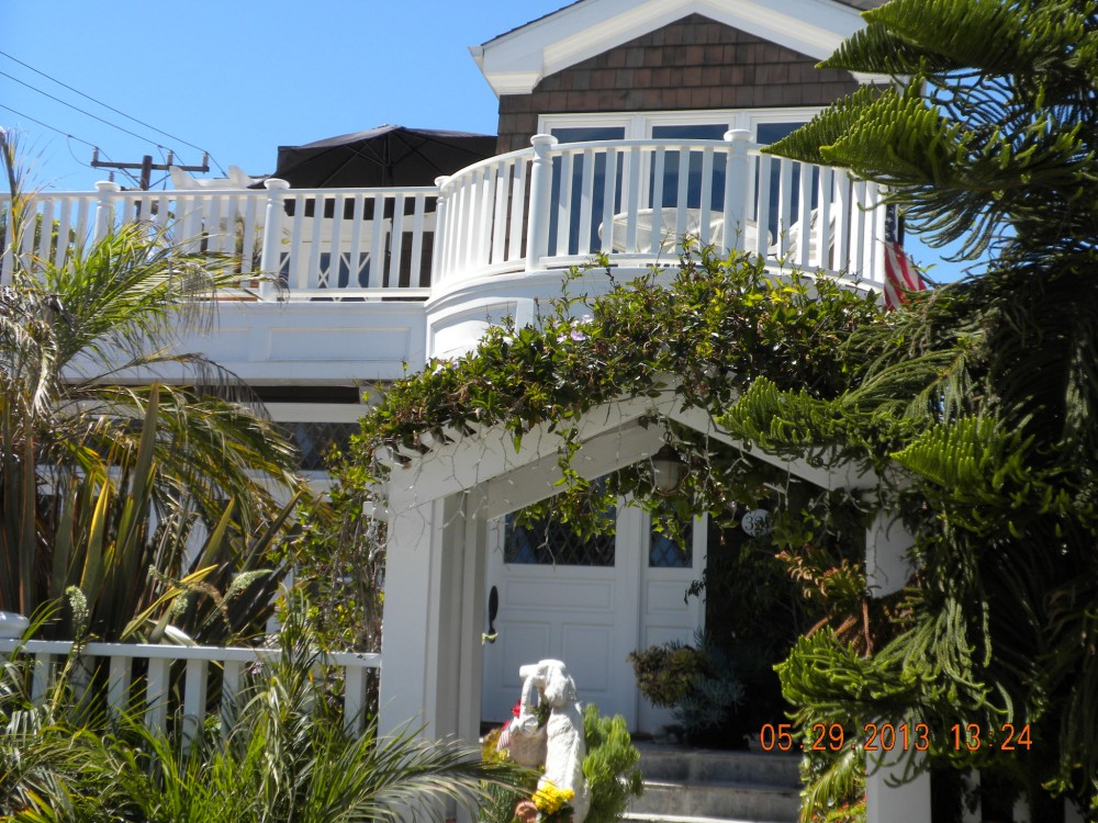 manhattan beach vacation rental with FRONT VIEW FROM WALK STREET