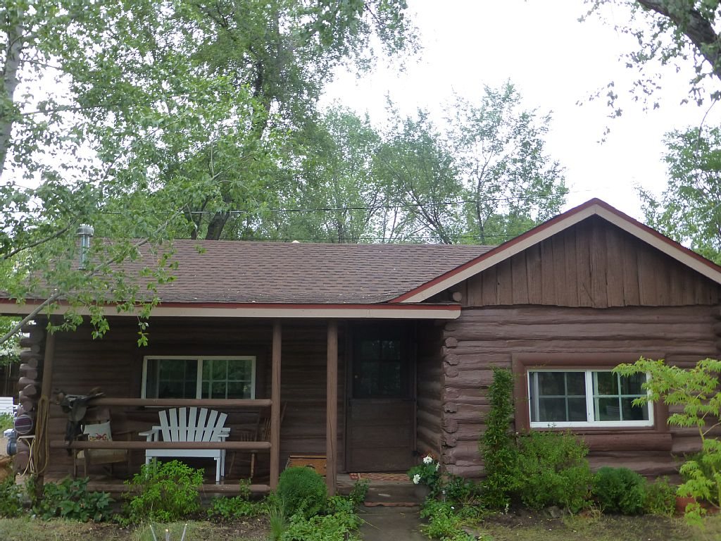 Authentic, Updated Log Cabin-Seasonal Creek, Birds & Wildlife-Minutes from Town