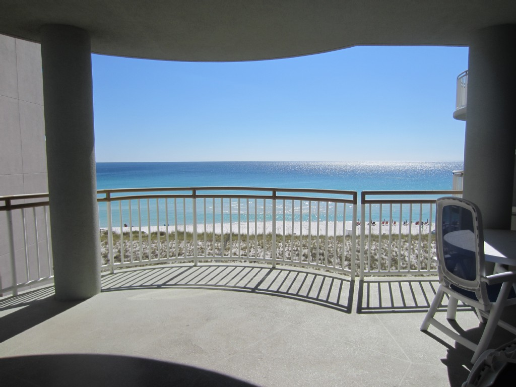 Directly on the gulf, beautiful views and pristine beach