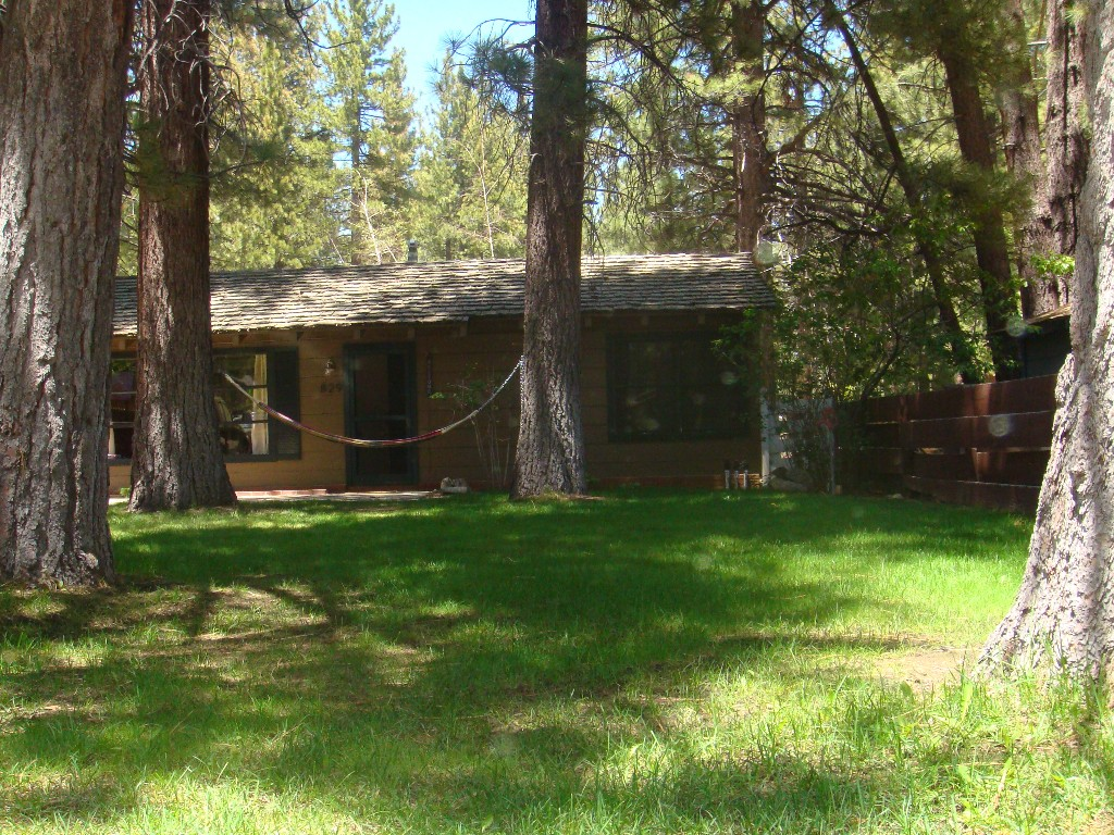 Cozy, Family Friendly Cabin. Walk to the Beach or Meadow!!!