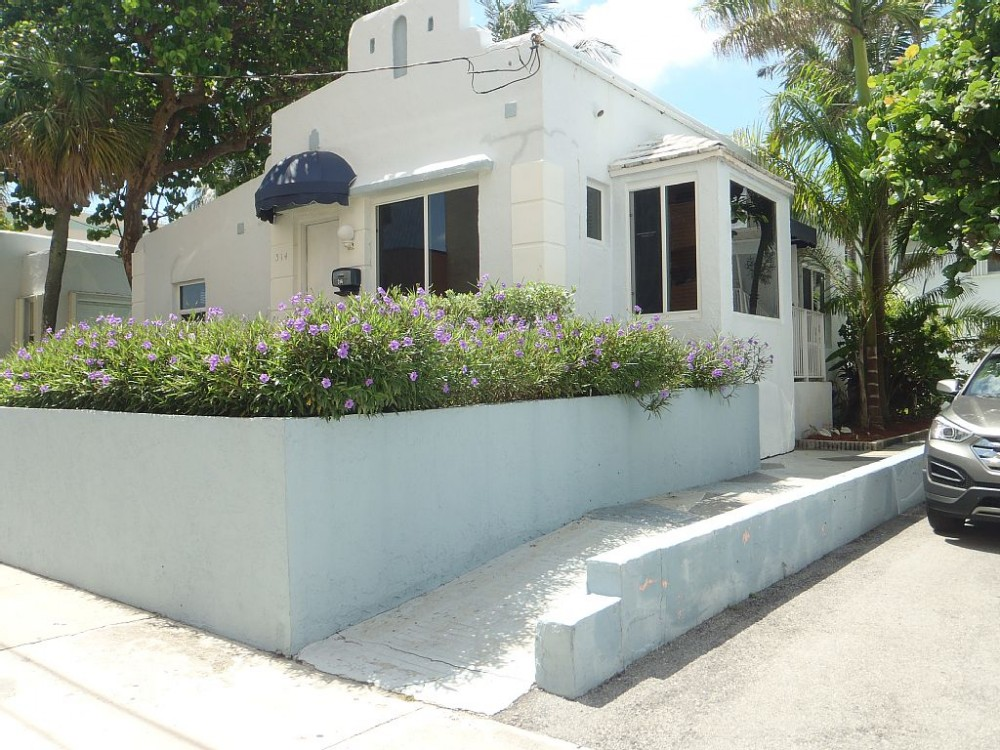 Hollywood vacation rental with Hollywood Beach cottage
