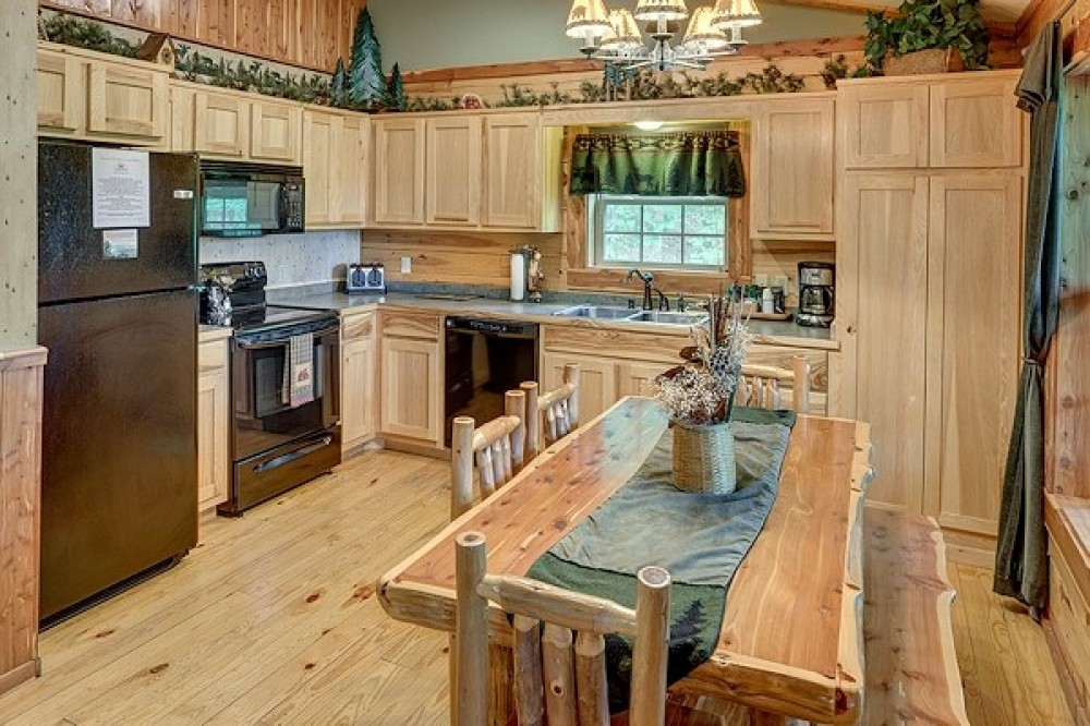 Full-Fully Equipped Kitchen Eureka Springs vacation home
