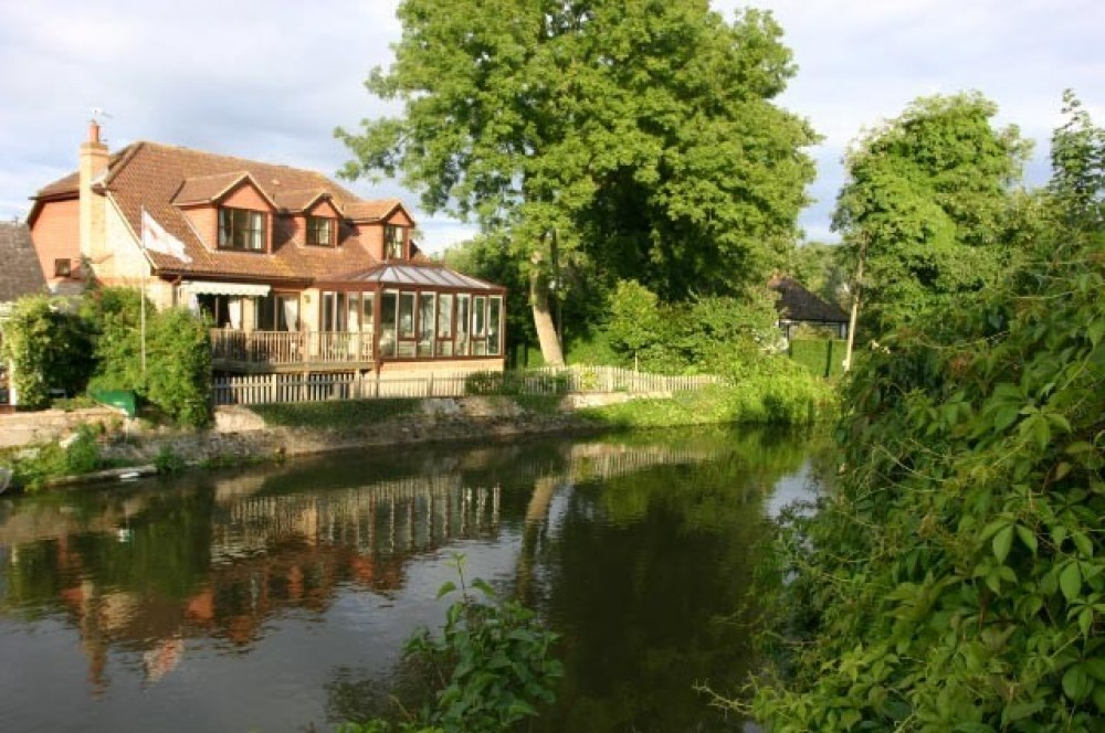 Old Windsor vacation rental with Riverside, Royal Windsor home from home