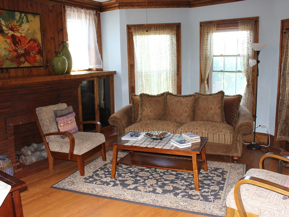 chicago vacation rental with Living room area