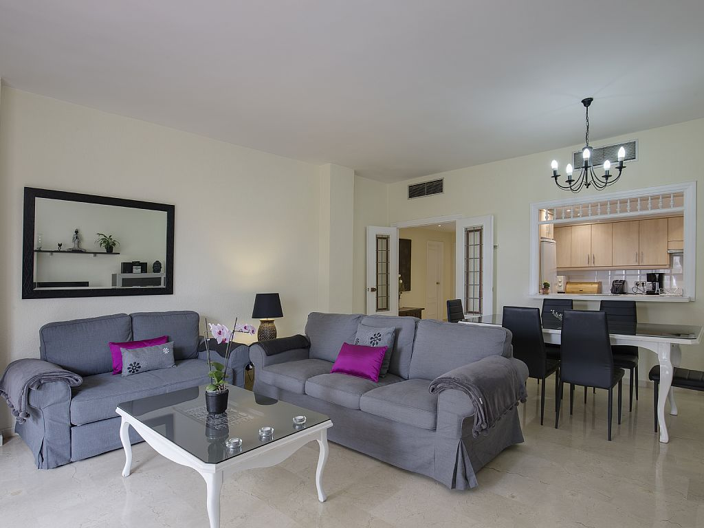Offers available, Puerto Banus,marbella, Beach Front,3 sunny balconies,sea view