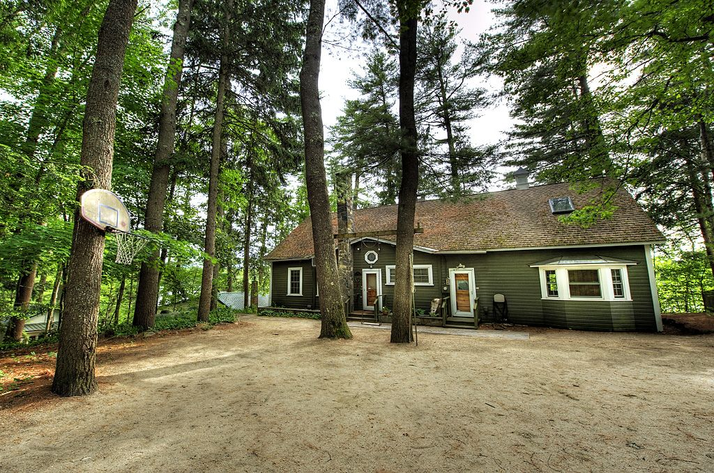 Stunning Forest Lake Home- Hot Tub, Book Now for Fall Festivals & Winter Fun!
