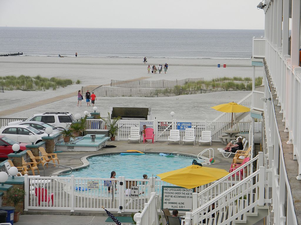 Beach Front Condo - Directly on the Beach - Free Wi-Fi - Outdoor Heated Pool