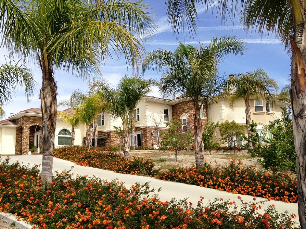 temecula vacation rental with Side view of the house