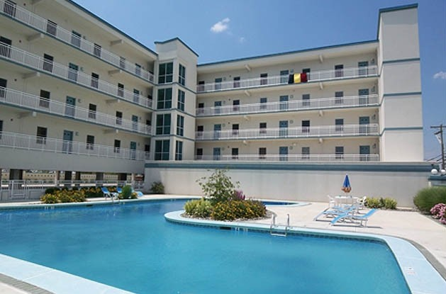 Stunning, Luxury 3BR Condo W/Heated Pool/ Beautiful Bay Views!