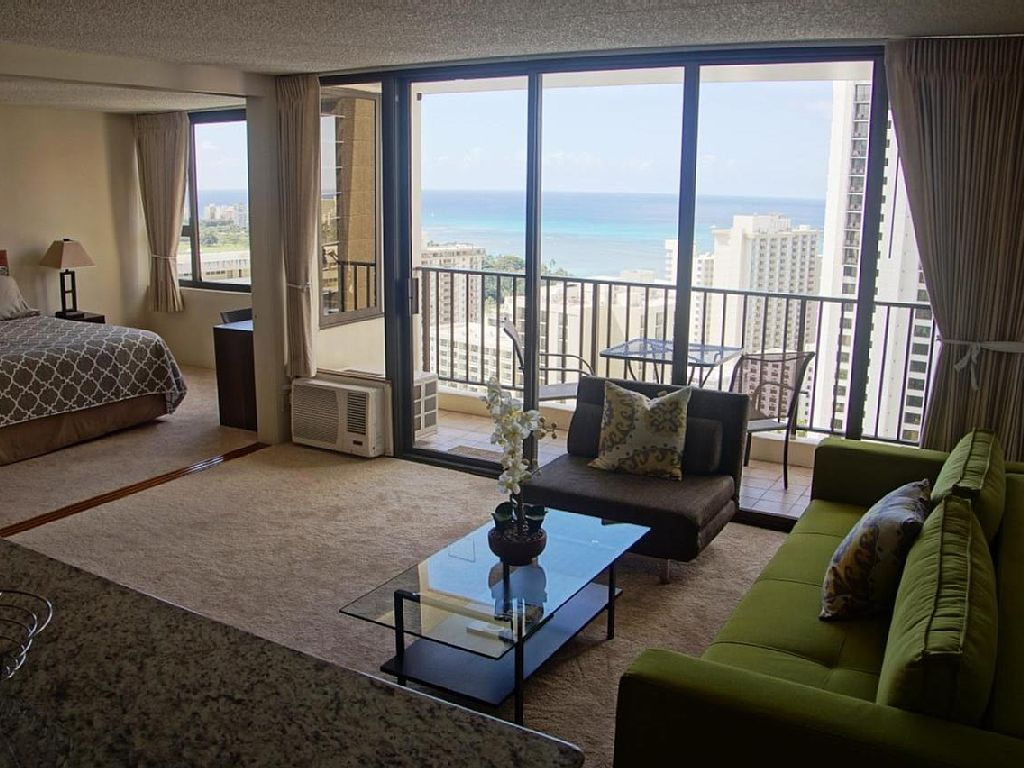 Gorgeous Ocean View Luxury Condo, Sleeps 5. in the Heart of Waikiki with Parking