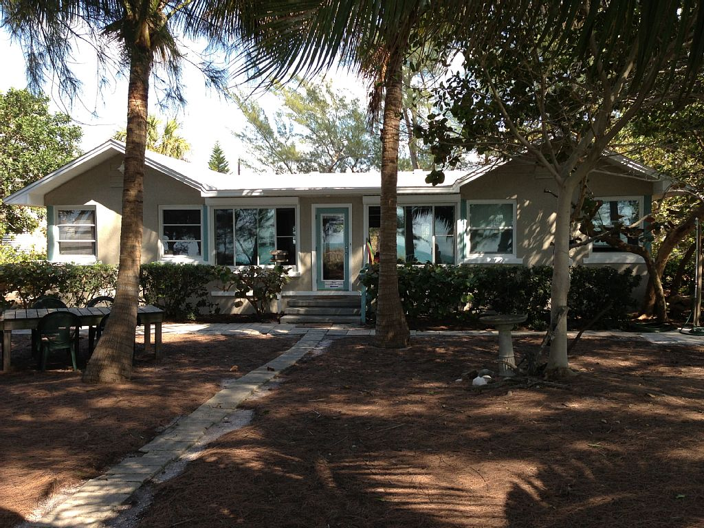 Real Gulf-Front Home: Step Out the Backdoor and Onto the Beach