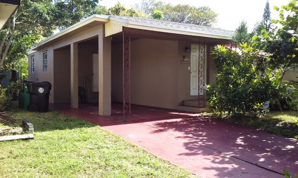 Lake Worth vacation rental with Front entrance and carport