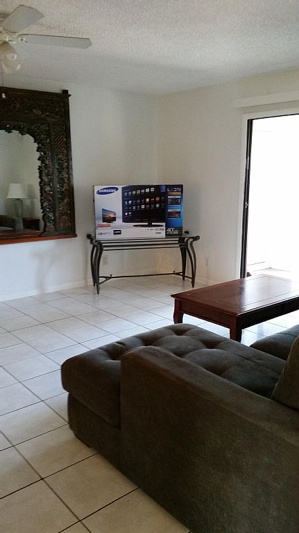 Huge 2/2 Nicely Furnished Near Intracoastal