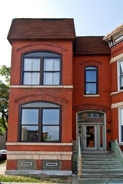 Bucktown, Urban Luxury and Convenience. 2 Minutes to L Train Stop at Western.