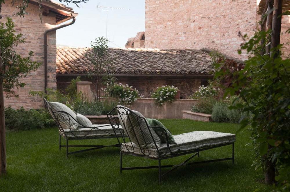 Spello vacation rental with pirvate garden