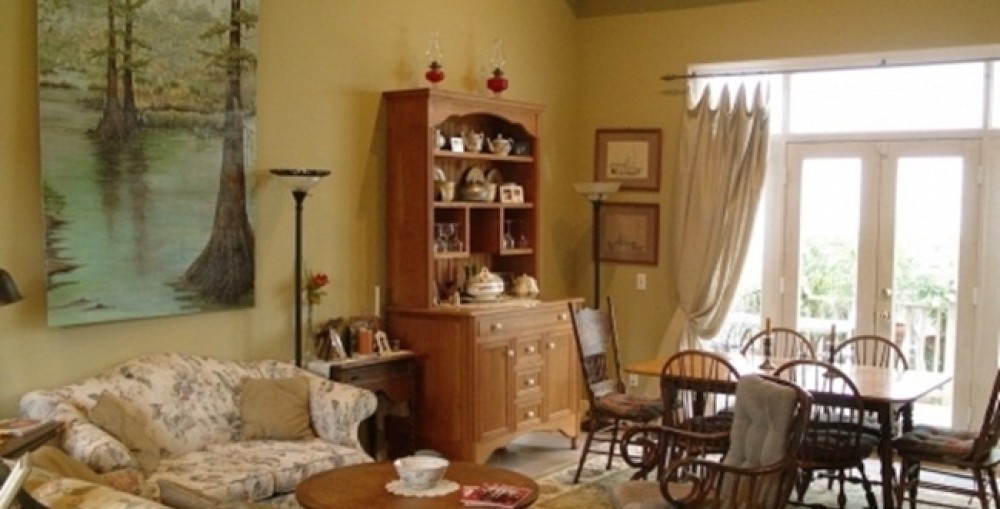 New Orleans vacation rental with Living area showing doors to deck