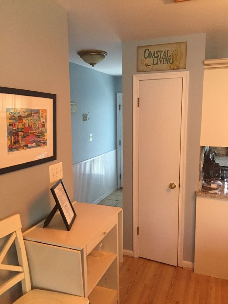 Remodeled townhome, walk to town and beach