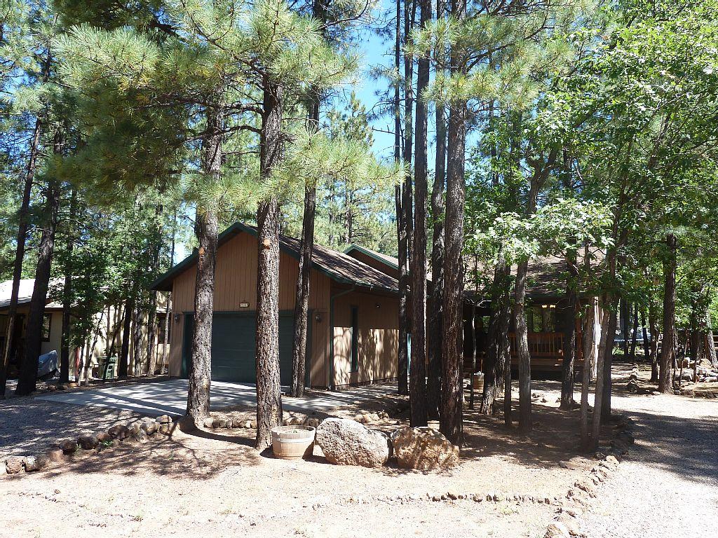 Cozy, Rustic Mountaintop Cabin