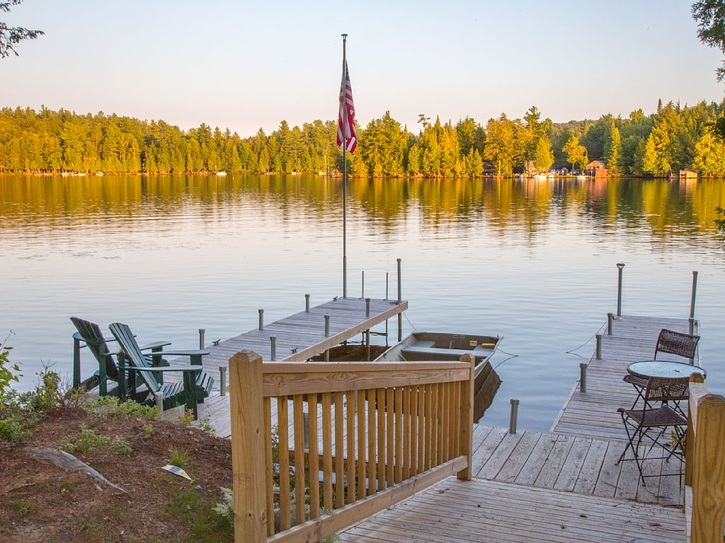 Waterfront year-round lodge surrounded by magnificent lakes and mountains